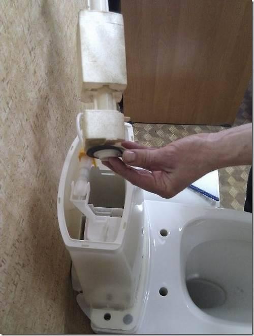 Как сделать бачок унитаза чтобы не лилась вода