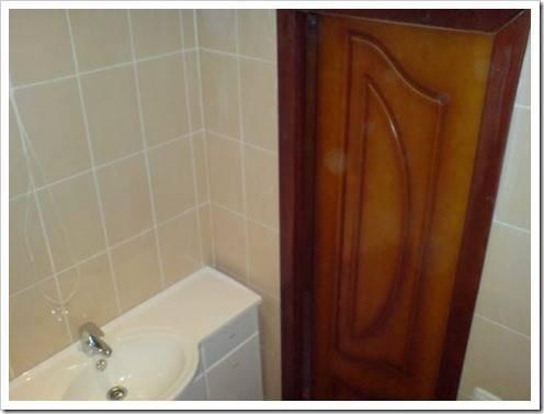 Монтаж двери в ванную: нюансы