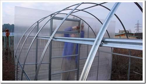 Использование оцинкованных труб при организации самодельной теплицы на приусадебном участке