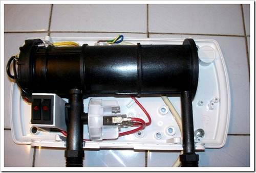 Где лучше расположить нагреватель: под мойкой или над ней?