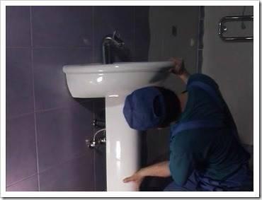 Монтаж умывальника в ванной