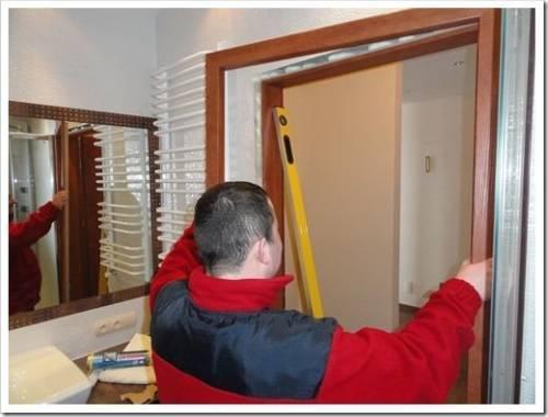Установка дверей при ремонте