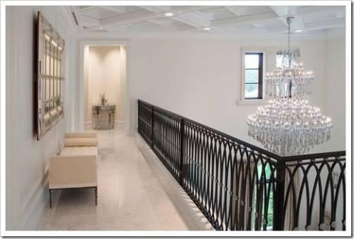 Какими должны быть перила для безопасной эксплуатации лестницы?