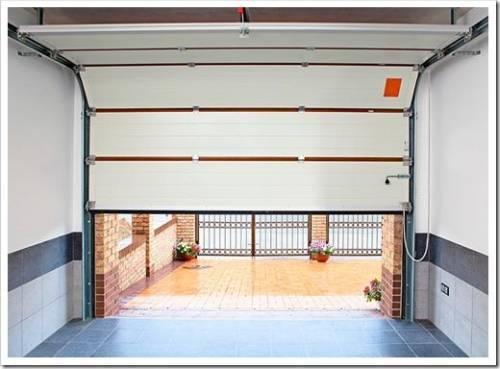 Примеряем ворота к проёму в гараж