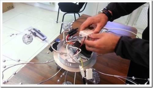 Процесс установки люстры