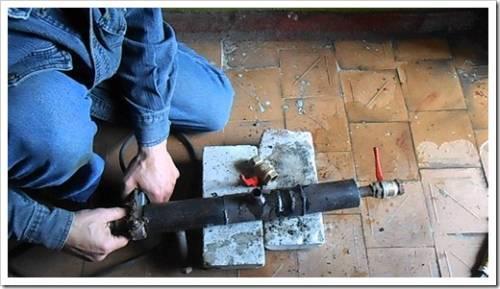 Как врезаться в трубу, которая находится под высоким давлением?