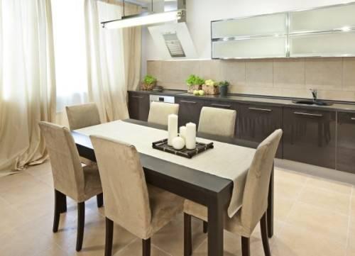Как выбрать обеденный стол на кухню
