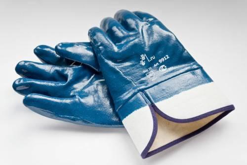 Какие перчатки лучше: виниловые или нитриловые