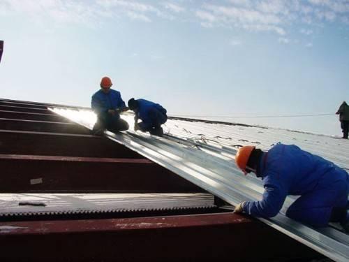 Монтаж профнастила с замком на крышу своими руками фото и видео-инструкция 30