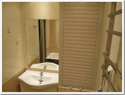 Использование рольставней под ванной