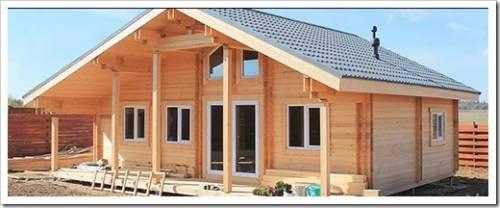 Деревянный дом из бруса в классическом стиле