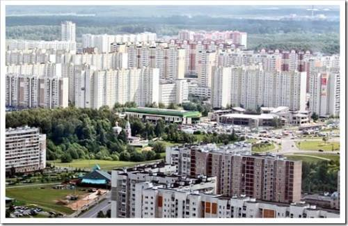 Где находятся самые доступные квартиры в Москве?