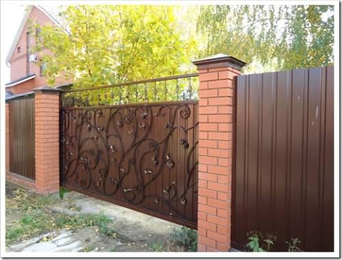 Откатные или распашные ворота: какие лучше для участка?
